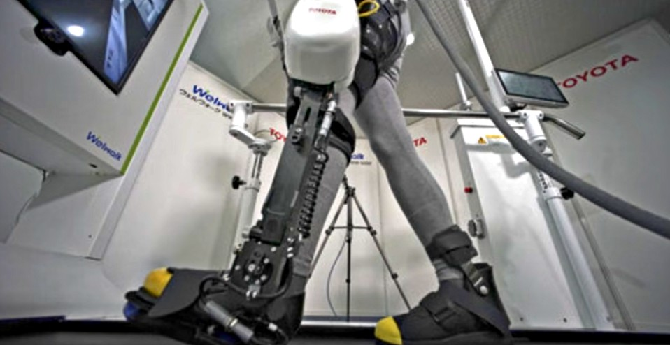 "Image: Toyota announces robotic leg ""WelWalk WW-1000"" that helps paralyzed people walk"