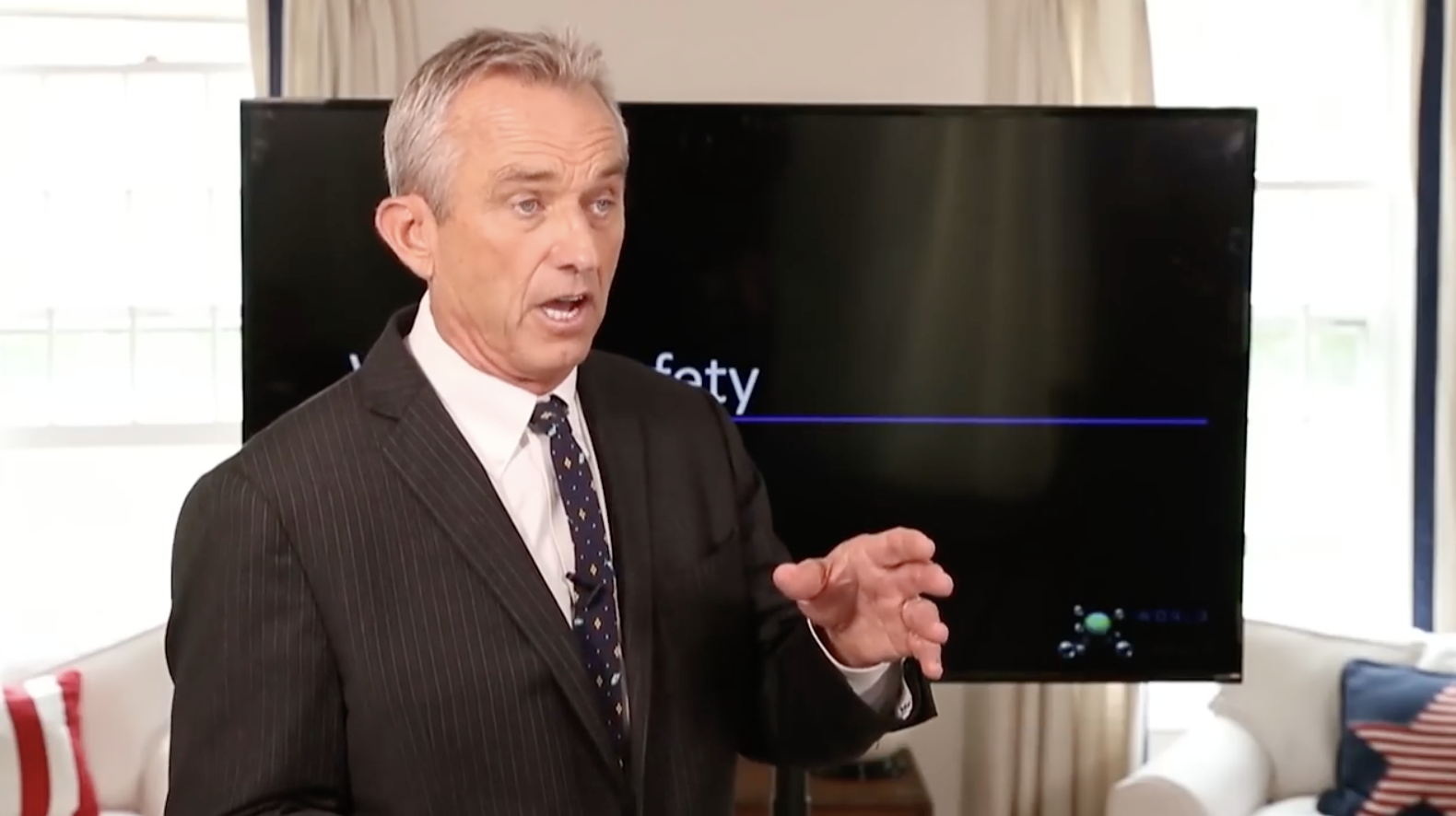 Image: Robert F. Kennedy Jr's World Mercury Project delivers vaccine safety details to Congress