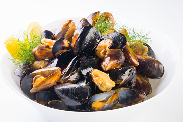 Image: How about plastic for dinner? It is showing up in mussels from the Arctic to China, and ending up on our plates