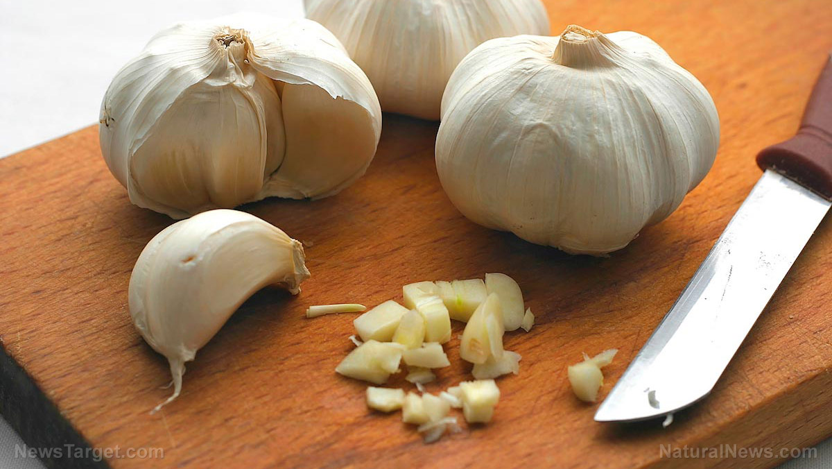 Image: For the guys: Eat more garlic to prevent prostate gland enlargement