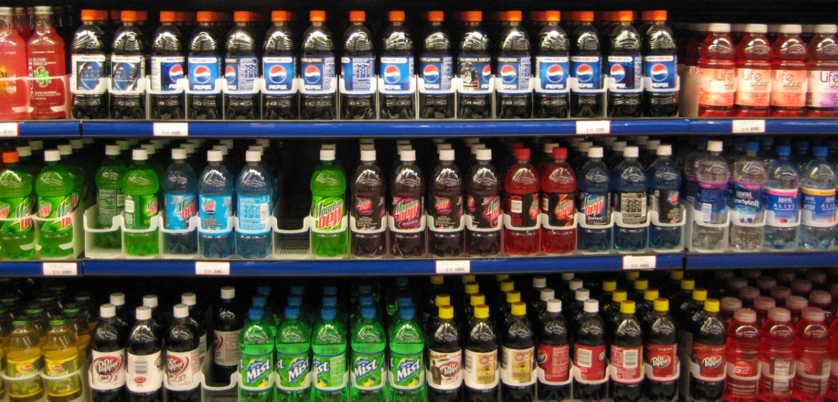 Image: Drinking low-calorie sweetened drinks does NOTHING to reduce body weight: Study says effects similar to sugary beverages